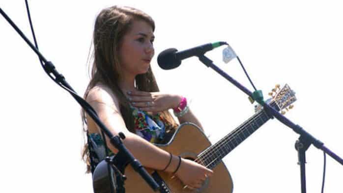 Teen artist Hayley Reardon gives folk concert at ArtisTree